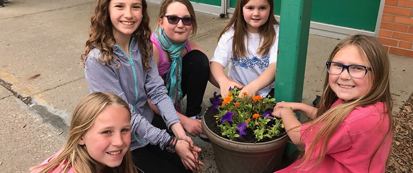 Siebert Students planting flowers